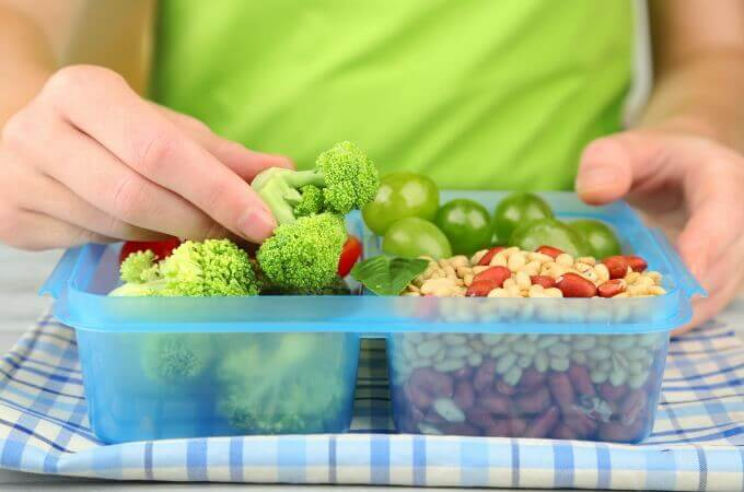 Finding healthy lunch choices to pack for your child is no easy feat! I love these ideas! www.themidlifemamas.com