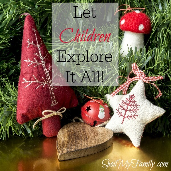 How do you create December traditions? What December traditions did you love from your childhood and what would you like to add? www.themidlifemamas.com #holidaytraditions #christmastraditions #familytraditions