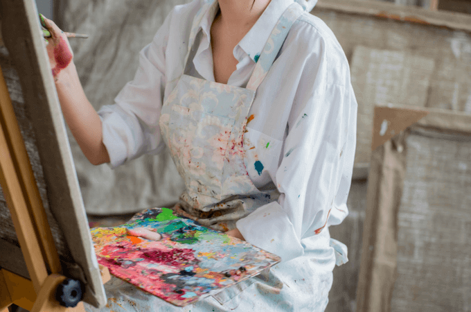 Have you ever wondered if there are creative things to do when you don't feel creative? Maybe creativity feels like something you weren't born with? Guess what? You can still explore your creativity and do creative things! www.themidlifemamas.com