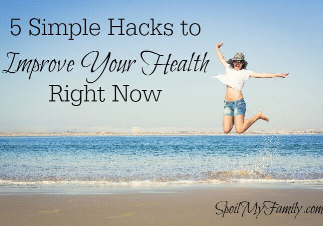 I love these health hacks to improve your health today - quick, easy and effective! #3 is the best! www.themidlifemamas.com